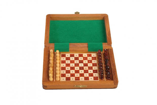"PEG WOODEN Travel Chess Set - 7"" x 5"""