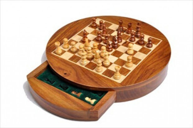 """WOODEN MAGNETIC Travel Chess Set - 9"""" Circle"""